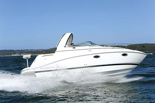 Rinker 260 Express Cruiser underway