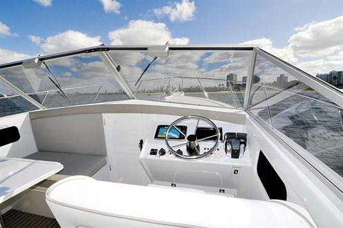 Caribbean 27 Runabout helm