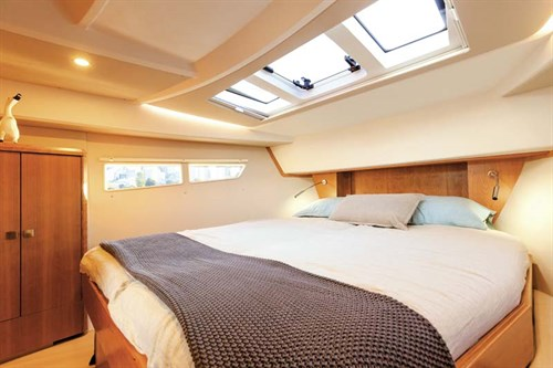 Cabins in Sealine C330