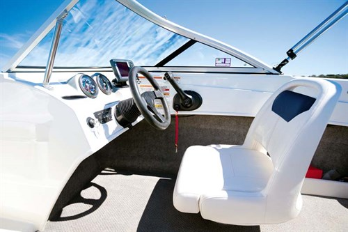 Helm of Bayliner 170 Outboard