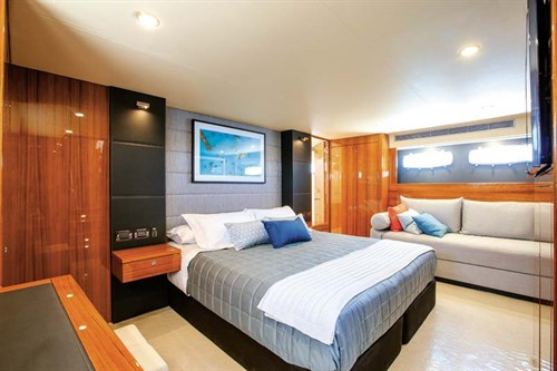 Master bedroom in Maritimo M65