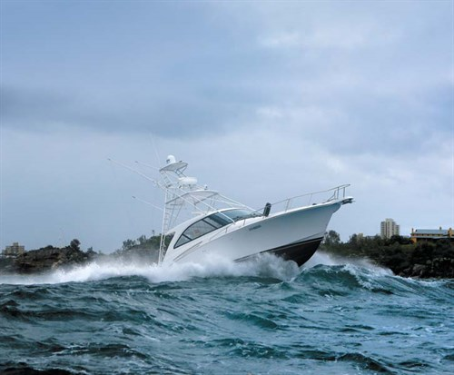 Hatteras 45 Express Sportfish in rough water