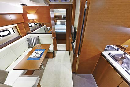 JEANNEAU LEADER 40 INTERIOR