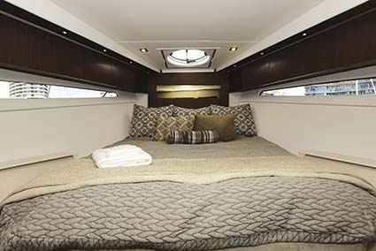 CRUISERS YACHTS 41 CANTIUS CABIN
